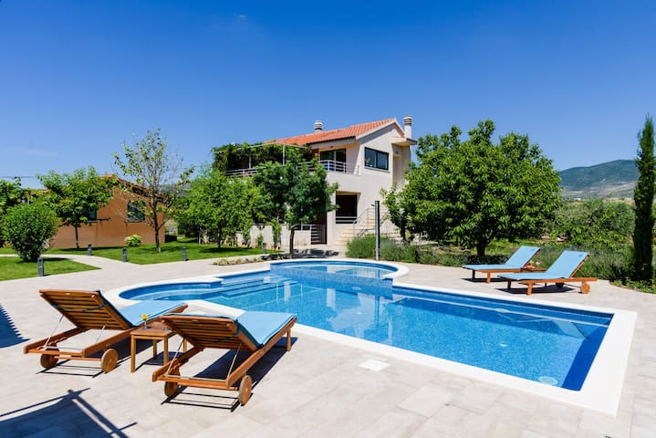 Villa Buble - heated swimming pool - 60m from sea