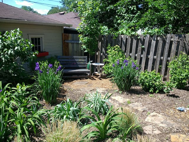 S Mpls charmer with HOT TUB and walkable shops