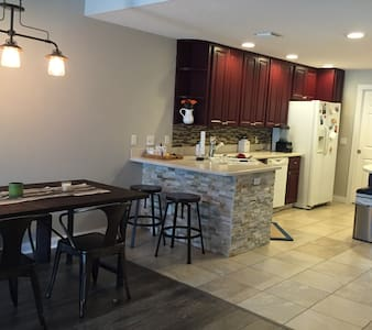 Modern Spacious Room in Townhome - Sarasota - Townhouse