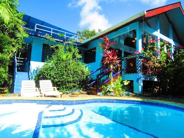 Casa Azul -Tropical Oasis-WiFi/AC/Bikes/Surfboards