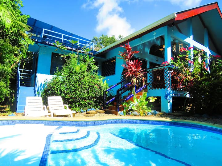 Casa Azul -Tropical Oasis-WiFi/AC/Bikes/Surfboards