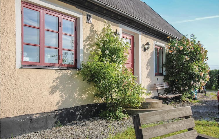Holiday cottage with 3 bedrooms on 120m² in Borrby