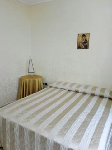 primo piano camera matrimoniale
