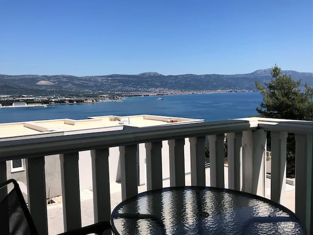 Stunning Bayview Apartment - 15 min from Trogir