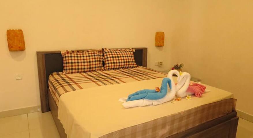 Cozy Downstair Double Bedroom Capricorn Villa 2