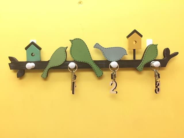 【有间小屋·一间陋室】-南博隔壁中山门内居后钟山风景区。地铁二号线旁,居家环境,你的南京小窝自主自娱