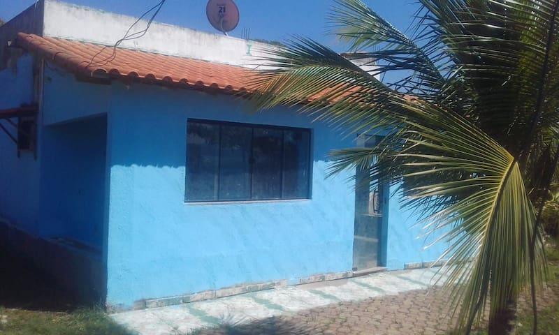 Casa em Jaconé, frente para lagoa.