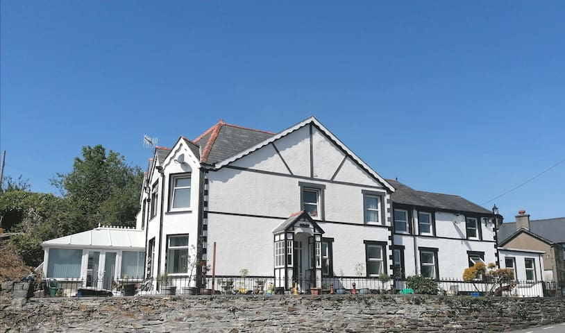 Fantastic Base -  Snowdonia National Park Area
