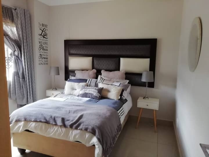 The Stylish 1 bedroom apartment ..self catering