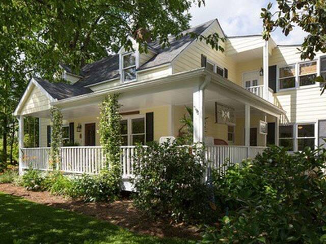 Dahlonega 100 steps to Square - The Appalachian