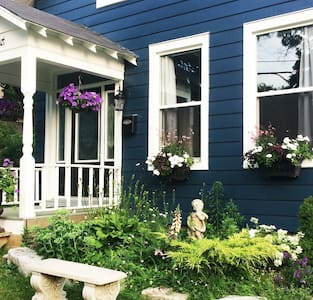 Beautiful Historic Home. Private. Walk to Downtown