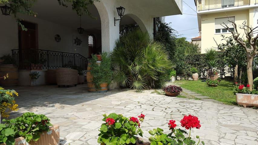 Appartamento a 100 mt. dal mare - Pineto - Pis
