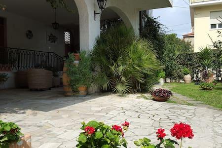 Appartamento a 100 mt. dal mare - Pineto