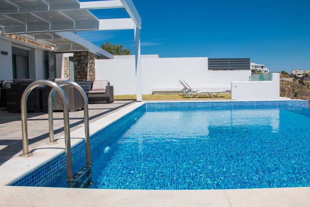 Swimming pool 8x5m