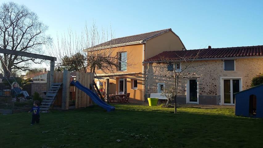 charmante longère rénovée 160 m2 proche clisson - Vieillevigne - Rumah