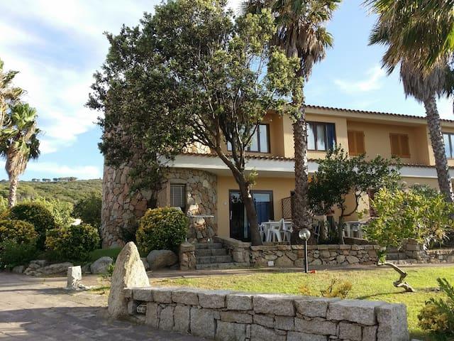 Trilocale con giardino/ Apartament with garden