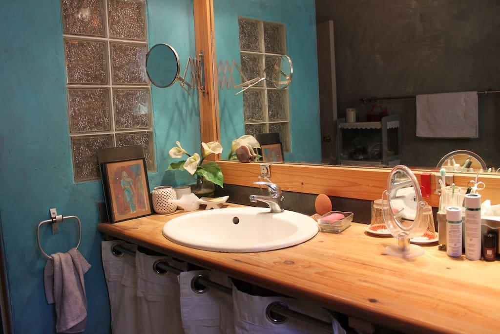 Salle d'eau 8 m2 partagée avec une autre chambre