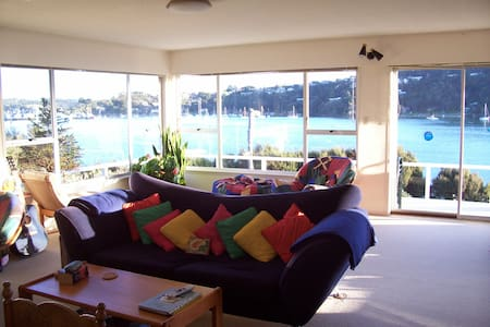 Ferry Landing Backpackers - homestay - Russell