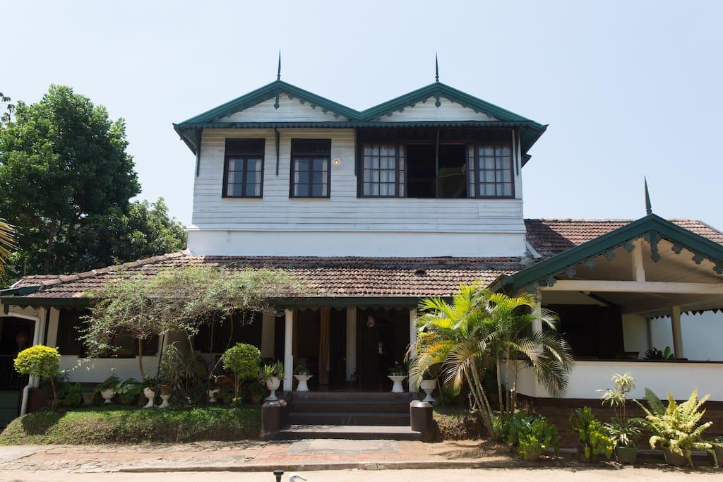 The wattarantenne bungalow ville in affitto a kandy for Piani casa bungalow 4 camere da letto