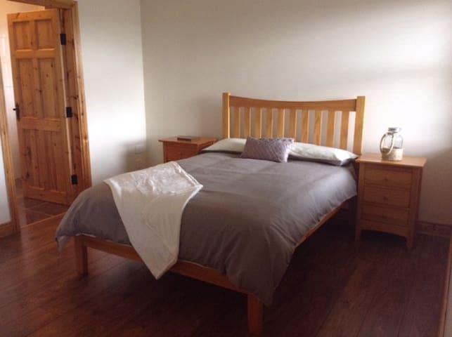 3rd bedroom - queen sized bed