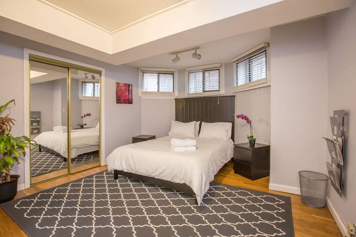 Huge 1 Bedroom in Heart of Back Bay