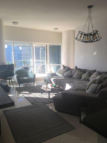 Charming apartment in jlt, - Dubai