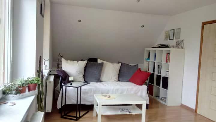 Słoneczny  pokój w domku jednorodzinnym