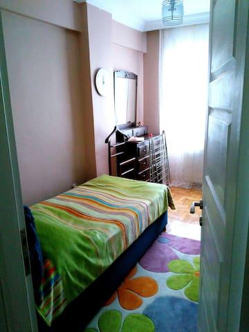 Nice room at centre of Istanbul - Üsküdar - Dům