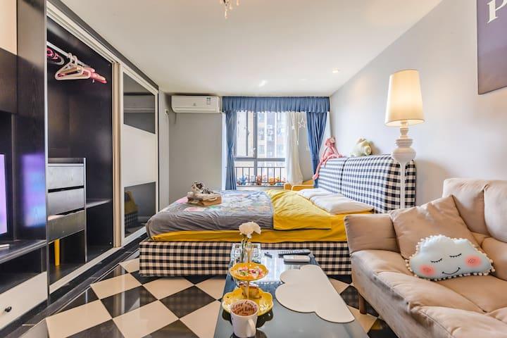大牌范儿独享有整套私密空间2米x2米的英式大床绝版享受/地铁7号线/近东郊记忆万象城/网红公交8路