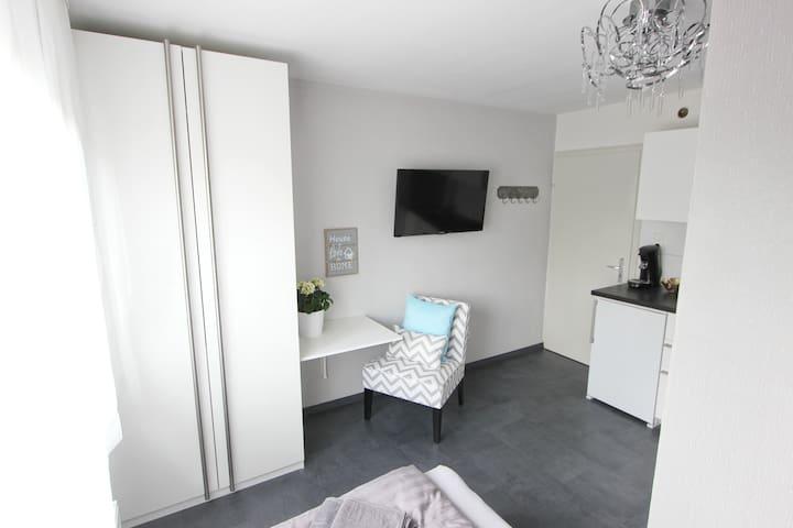 modernes Miniapartment mit Küchenzeile - Karlsruhe - Condominium