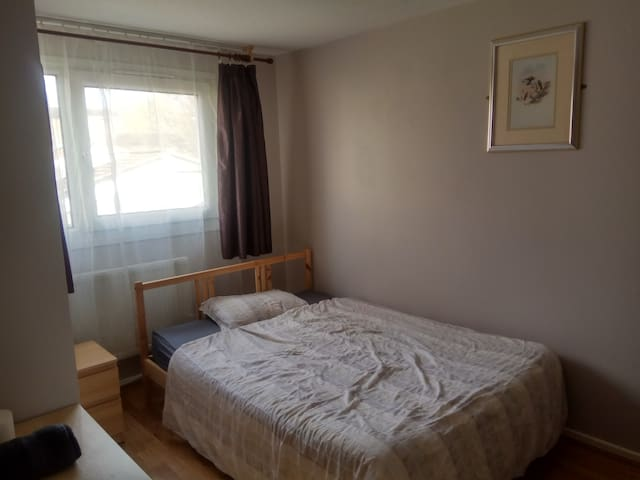 LOVELY DOUBLE ROOM IN NORTHAMPTON ROOM 6