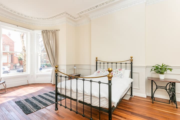 Beautiful Victorian Studio dating back to 1879 - Belfast  - Apartemen