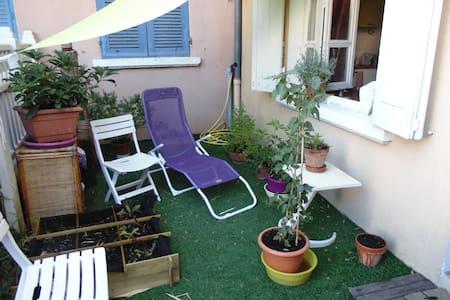 Maison Atypique sur 2 étages, calme avec jardinet - Voiron