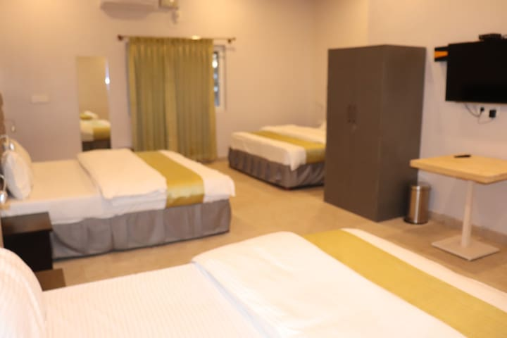 CKM TOWN INN(ROOM WITH 3 BED'S)