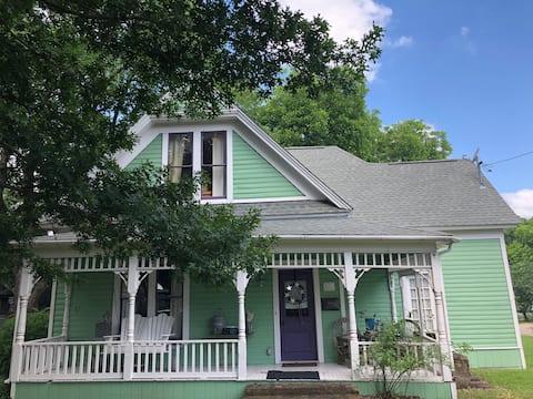 Mckinney, TX  Queen Anne Cottage (built in 1904)
