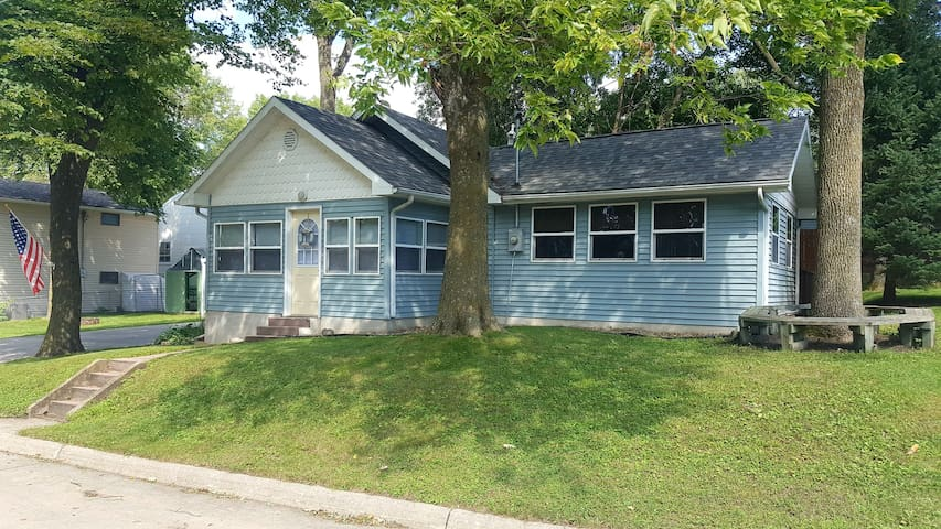 South Shore Cottage- Clear Lake, IA