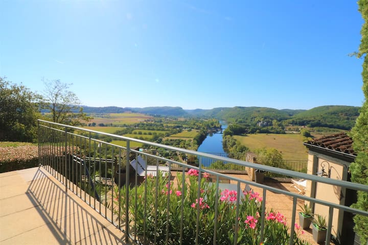THE MOST SPECTACULAR VIEWS OVER THE DORDOGNE!
