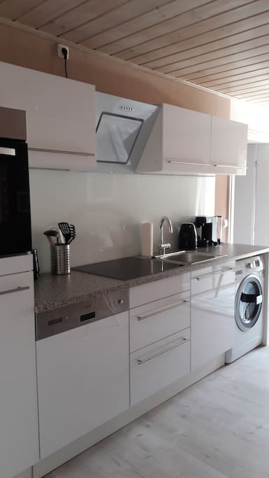 Küchenzeile mit Waschtrockner
