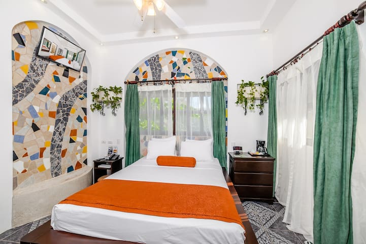 Jungle Room, Queen bed at Playa Tamarindo