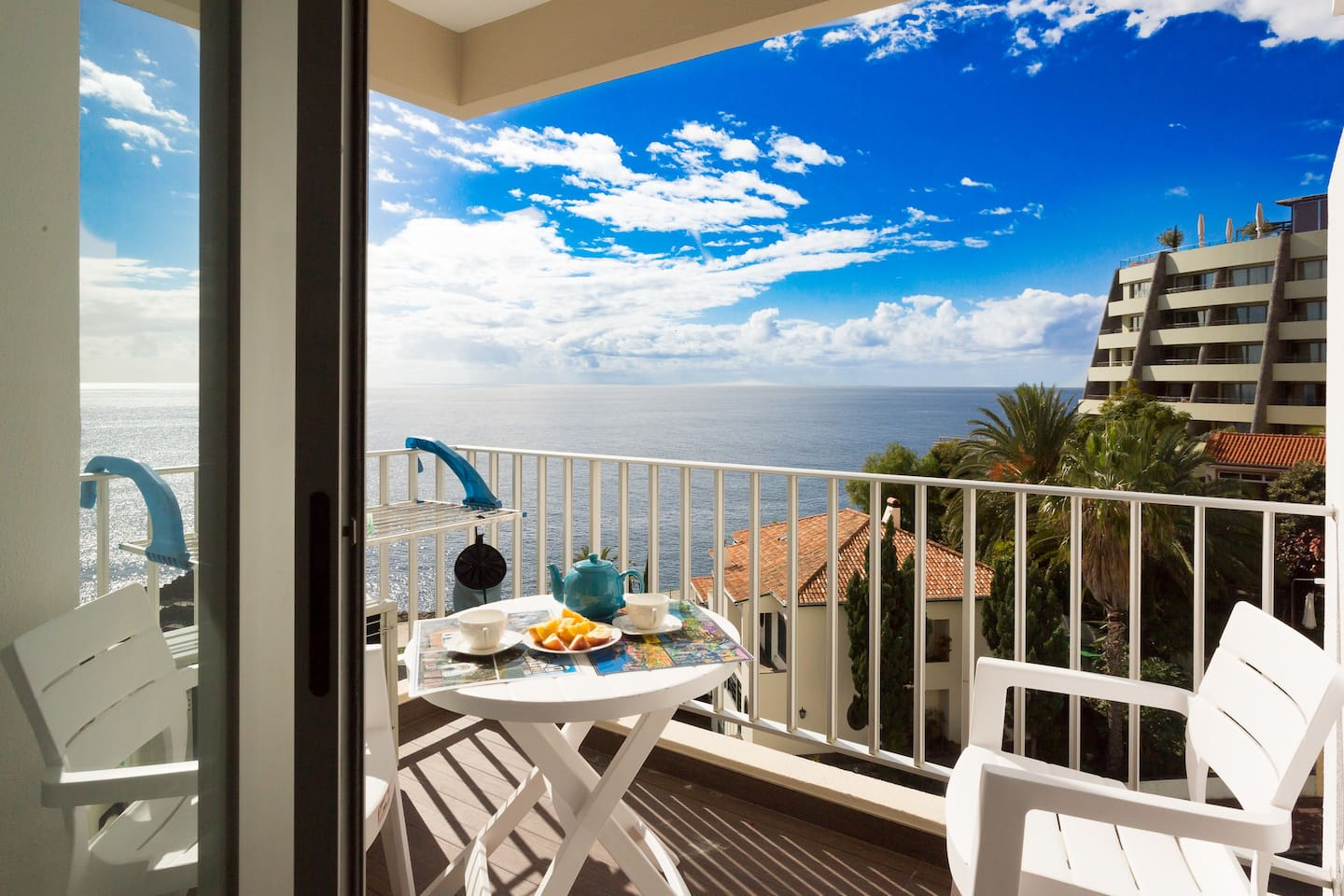 The beautiful balcony is a perfect place to enjoy breakfast, lunch, dinner or a glass of wine in the evening. With a beautiful view of the crystal clear ocean.