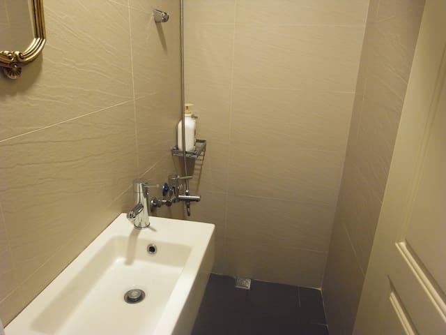 房間裏的衛浴間
