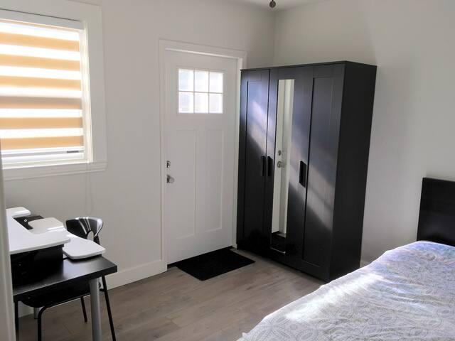 Clean & Cozy Quiet Room #B in Northern Pasadena