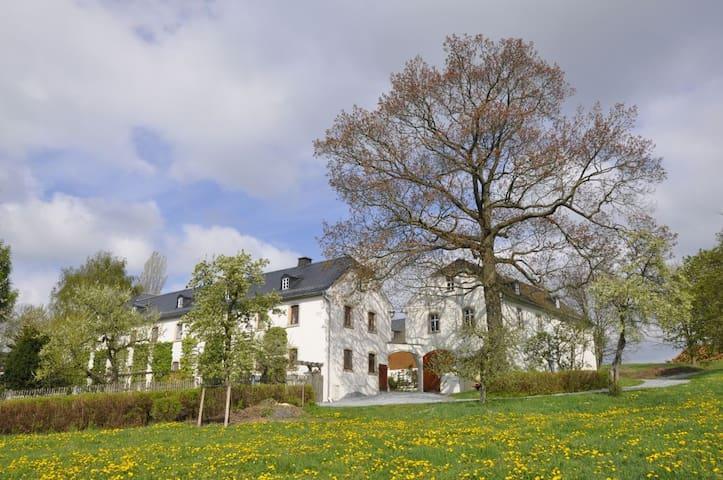 Ferienwohnung Landhausgarten Bunzmann - Berg - Wohnung