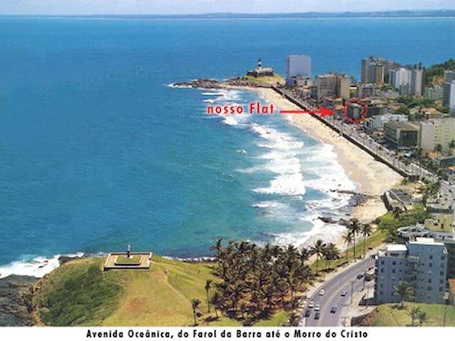 APARTAMENTO EM FLAT - FRENTE MAR - FAROL DA BARRA