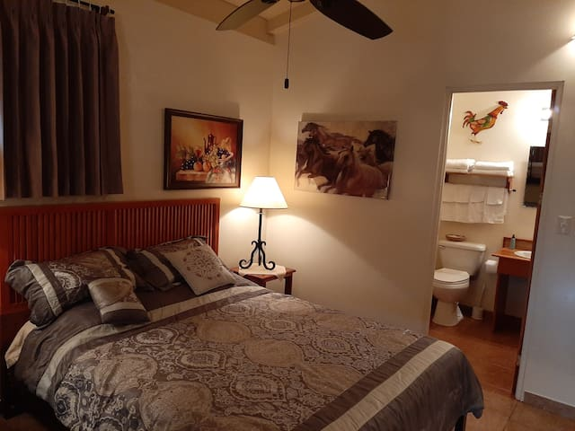 Toucan Room - Sleeps 4 and private bath. One double bed, one bunk bed, a TV, sitting area and desk to check travel plans and WiFi.  Entrance and emergency escape doors are provided. Guest can place/remove items located in the kitchen refrigerator.