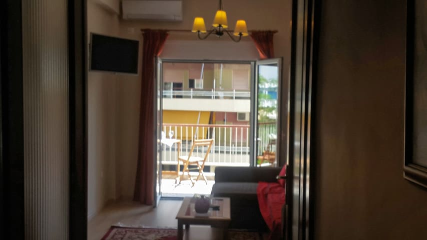 Cosy apartment one block from the sea - loutraki