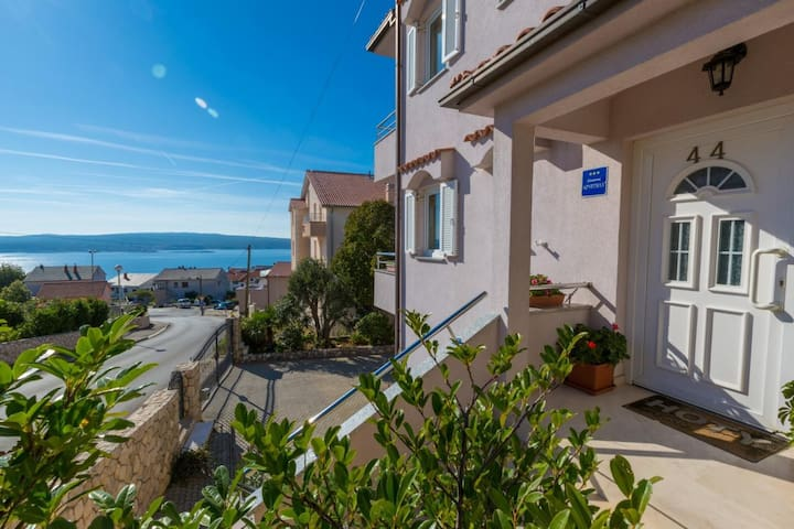 Sea view app for 2 persons with balcony, Wi-Fi..