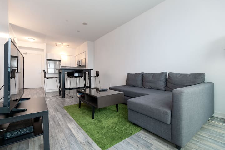 High Floor 1BR - Liberty Village, CNE/Enercare