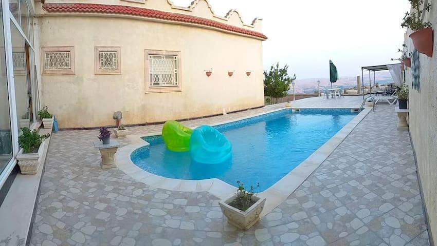 Superbe villa avec piscine et vue imprenable