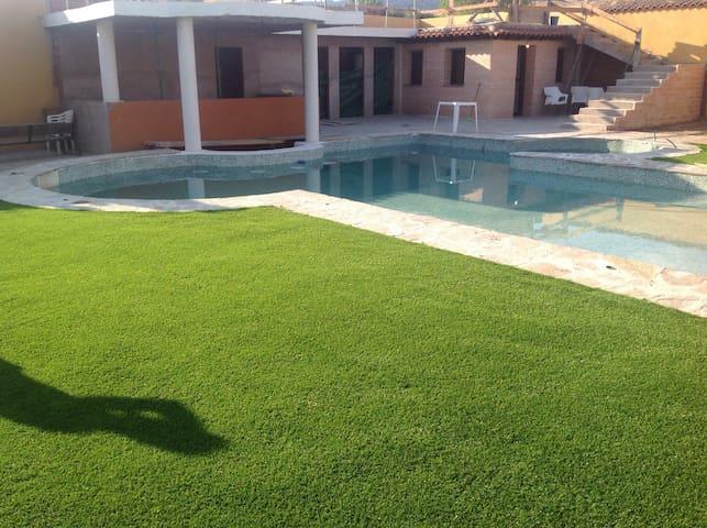 """El Oasis rural, """"LA CHOZA"""" - Nombela"""